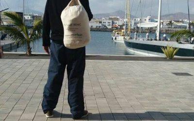 Le commandant Fred avec notre sac !